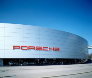 Porsche_Zentrum_Stuttgart_Zuffenhausen-300x253