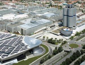 """Vista aérea de los """"cuatro cilindros"""", la sede de BMW, en el parque Olímpico de Munich./ Foto: BMW"""