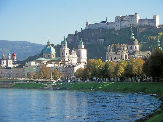 salzburg fortress by -  1.500 puestos para hostelería en Austria